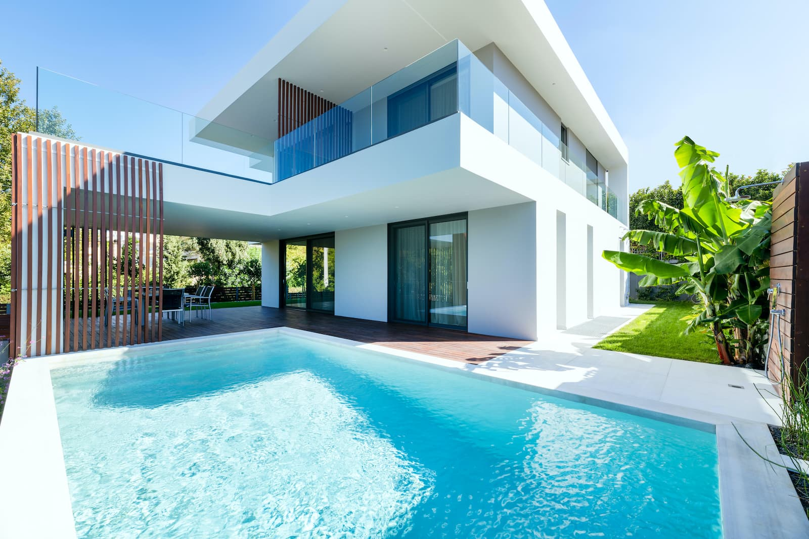 Modern Two-Storey Residence in Glyfada